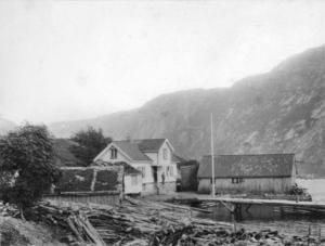 Handelsstaden i Jøsenfjorden i 1890-åra. Det var Jonas Førre som dreiv handelen då. Handelsstaden låg på austsida av Ulla, på garden Vadla sin grunn. Handelen vart starta opp i 1868, og Jonas Førre overtok som handelsmann fem år seinare.