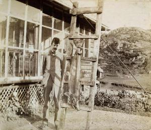 Det var likevel mennene som var dei ivrigaste laksefiskarane. A. Egerton Leigh var ein engelsk gjest som Archer-familien hadde besøk av i 1888. Den 5. oktober 1888 fiska han denne laksen på 38 pund eller nesten 19 kilo.