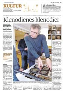 """Faksimile av Dalane Tidende 15. november 2010, artikkelen """"Klenodienes klenodier"""" om daguerreotypier ved Dalane Folkemuseum."""