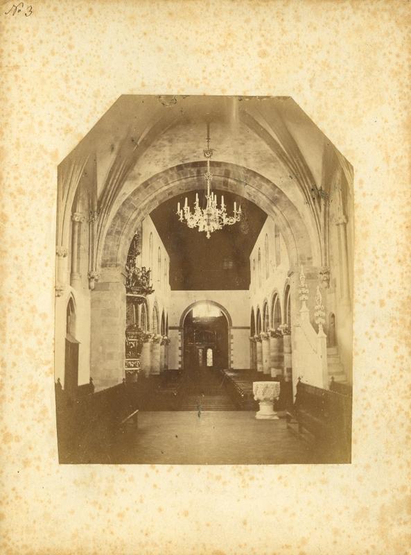 Dorothea Arentz tok ein serie interiørfotografi frå den nyrestaurerte Stavanger domkirke etter 1874, truleg etter oppdrag frå Fortidsminnesmerkeforeningen. Arkiv: PA nr. 1, Anders Bærheims arkiv, Statsarkivet i Stavanger.