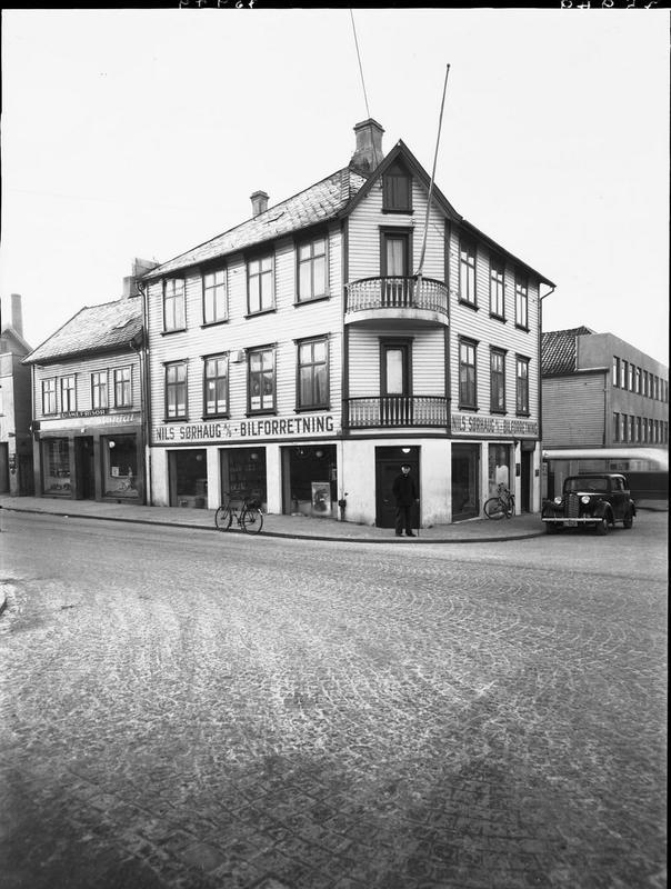 Sørhauggt. 158. Margit Petersen hadde atelier i 3. etasje. Foto: MHB-F.003310, Margit Petersen/Karmsund folkemuseums fotosamling.