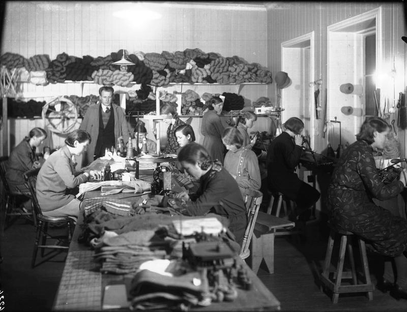 Arbeidsrommet i Nils Skoglands butikk, 1933. Foto: MHB-F.003974, Margit Petersen/Karmsund folkemuseums fotosamling.