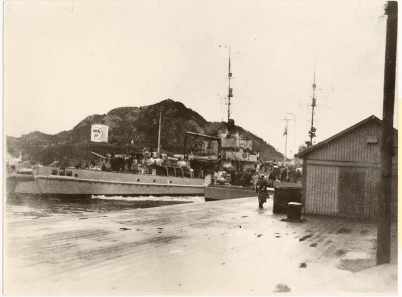 Tysk minesveiper ved Dampskipsbrygga om morgenen den 9. april 1940