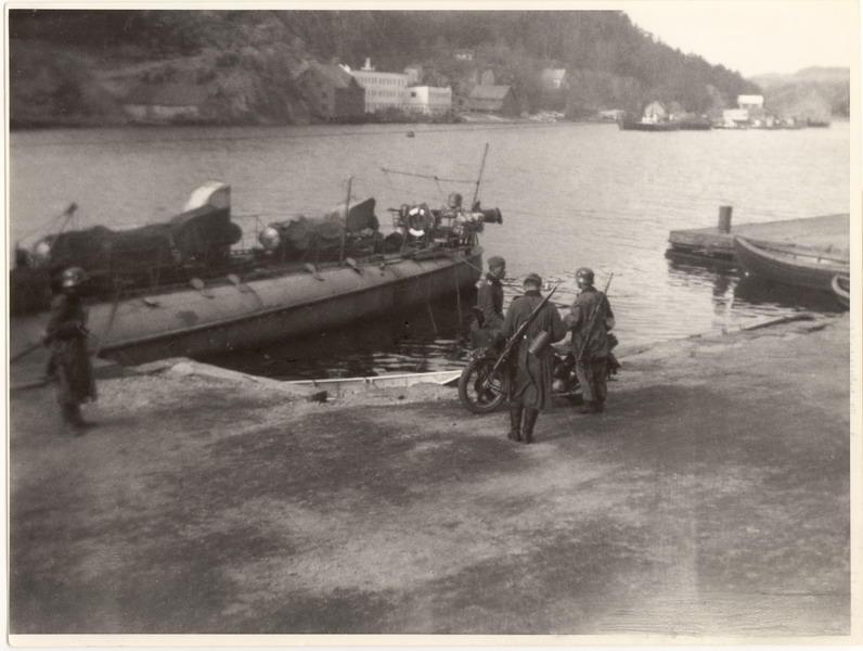 """Tysk vakthold ved torpedobåten """"Skarv"""" , Bradbenken den 9. april 1940"""