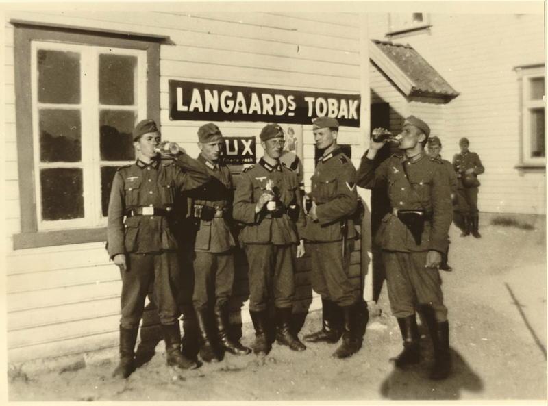 Tyske soldater på Ogna, Jaarviks butikk 20 april 1940