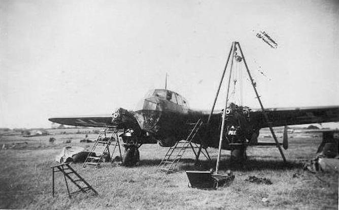 Tysk rekognoseringfly Dornier Do215B-4 på Sola april 1940. Flyet ble ødelagt av britiske bomber 24. april.