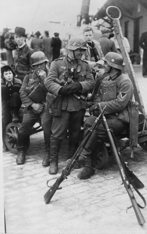 Tyske soldater i Stavanger sentrum april 1940.