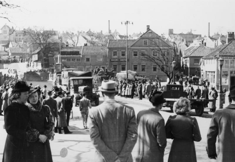 Tyske stridsvogner i Stavanger sentrum.
