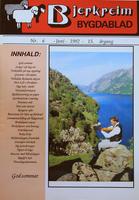 Bjerkreim Bygdablad for juni 1992, med ei av fleire framsider med fargefotografi. Her ser vi felespelaren Marton Laksesvela i Dyrskog ved Ørsdalsvatnet. Foto: Bjørn Hille.