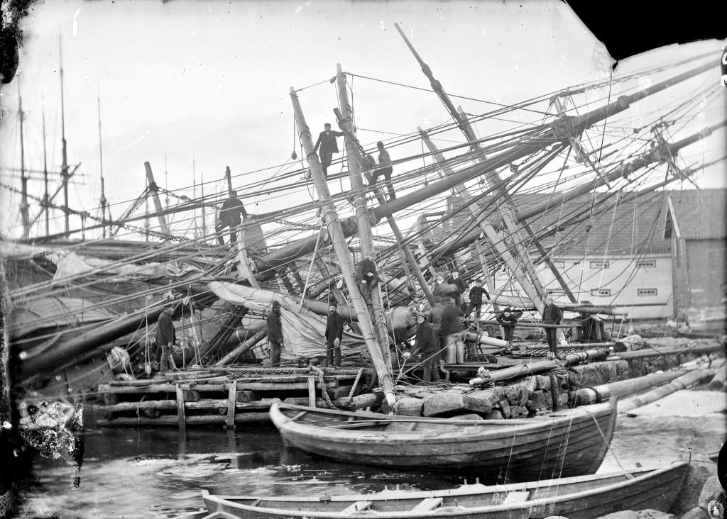 Bradbenken i Strandgaten i Egersund, fotografert 1890-1900. Foto: Erik Hadland Torjusen, DFF-EHT0484.