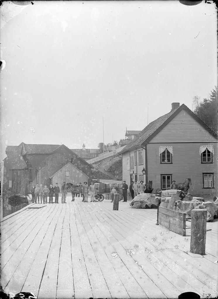 Dampskipskaien i Egersund fotografert rundt 1900. Foto: Erik Hadland Torjusen, DFF-EHT0304.