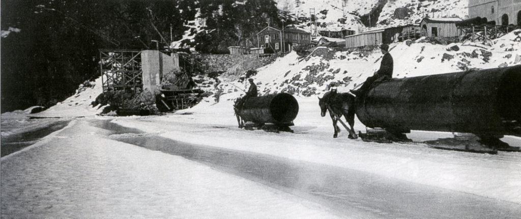 Med sterk is på Storlivatnet kunne røyra køyrast inn til Stasjon I med hest og slede.
