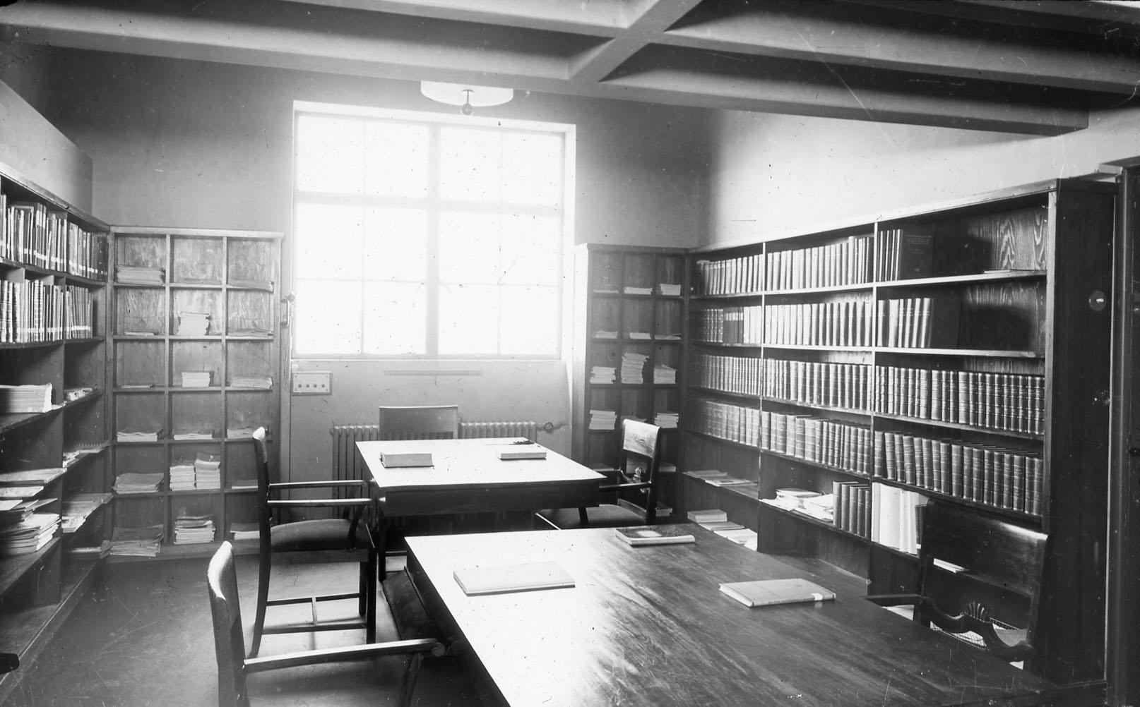 Laboratoriets fagbibliotek. Foto: MUST. Fotograf: ukjent.