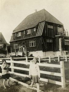 Oppføringen av villaen i Christian IVs gate 17 dokumenteres over flere bilder i Lars Storhaugs arkiv. Foto: Ukjent
